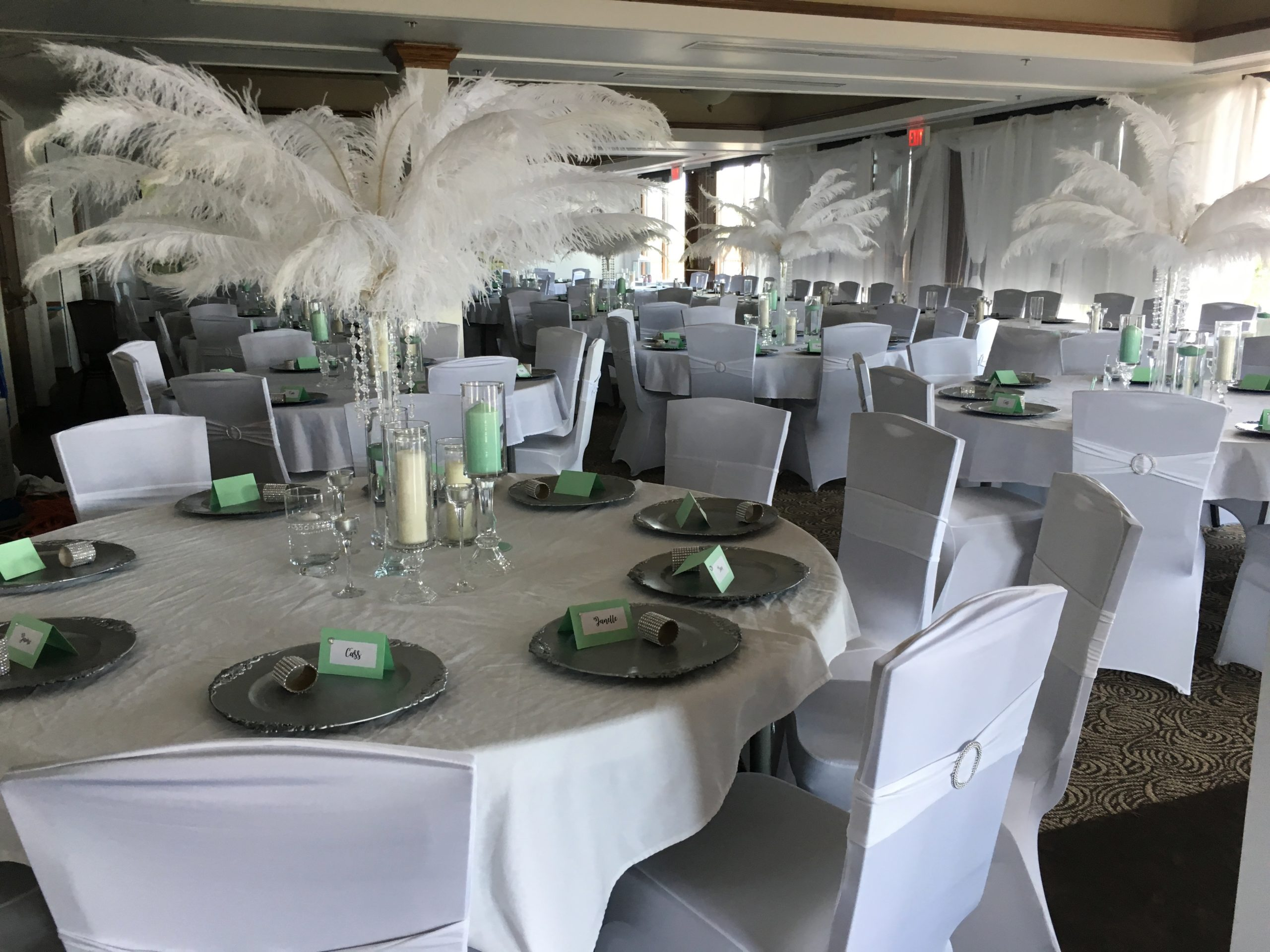 White And Green Theme For A Wedding Reception Hosted At The Okanagan Beach Club